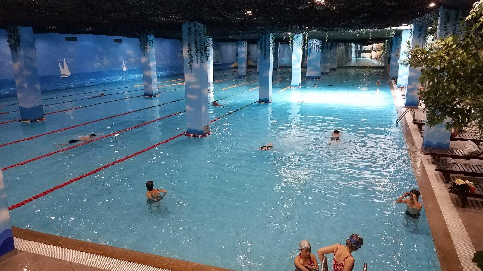 Bể bơi hiện đại (hình minh hoạ)