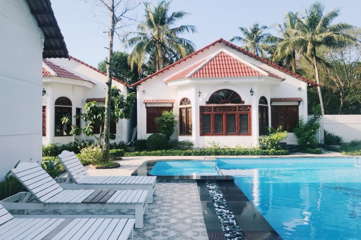 Diện tích bể bơi nên bằng 1/3 - 1/5 diện tích ngôi nhà là hợp lý.